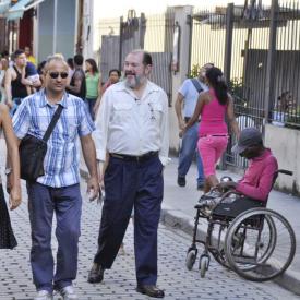 Street scene Havana | Cuba tour guide - Alain Alvarez